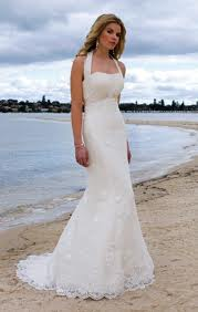Choose a beach wedding dress for your summer wedding